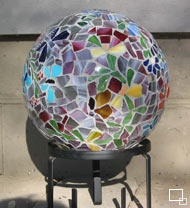 Beautiful mosaics (bowling ball yard art) - just the pic, not diy instructions - I've done this before - didn't get the grout right and it didn't quite work. Got really good advice as to how to do it next time - Trying it again real SOON!