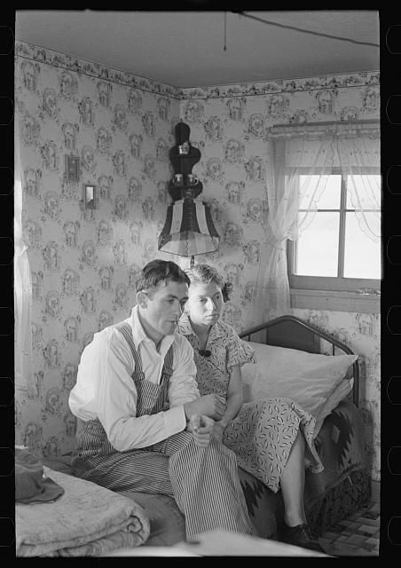 """Interior of a shack in """"Shantytown,"""" Spencer, Iowa. Lee, Russell, 1903-1986"""