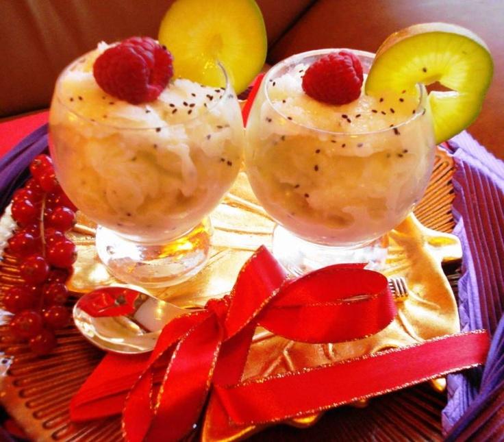 Almondetta Trafasie (milk & fruit orgeadedrink met rum)  Recept: http://www.surinaamseten.nl/showrec.php?IDREC=434