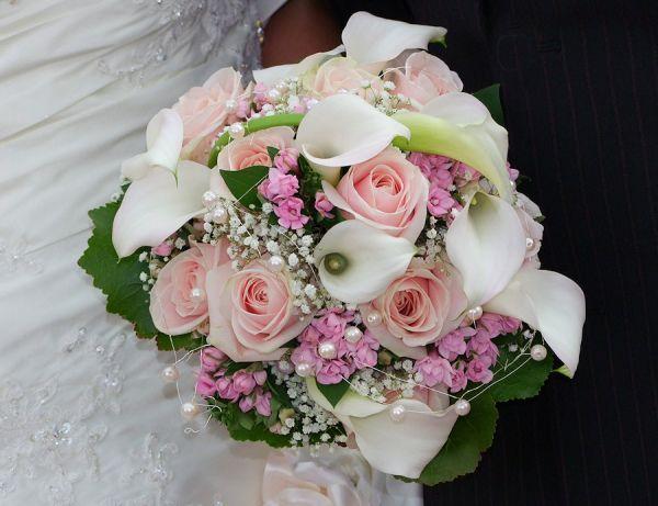 1000 bilder zu bouquet florales brautstrauss auf pinterest kaskaden blumenstr u e. Black Bedroom Furniture Sets. Home Design Ideas