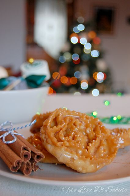 """#sharenatalealverde Piccolecose: NATALE AL VERDE. """"Mise en place"""" della tavola per la colazione di Natale. Le cartellate pugliesi."""