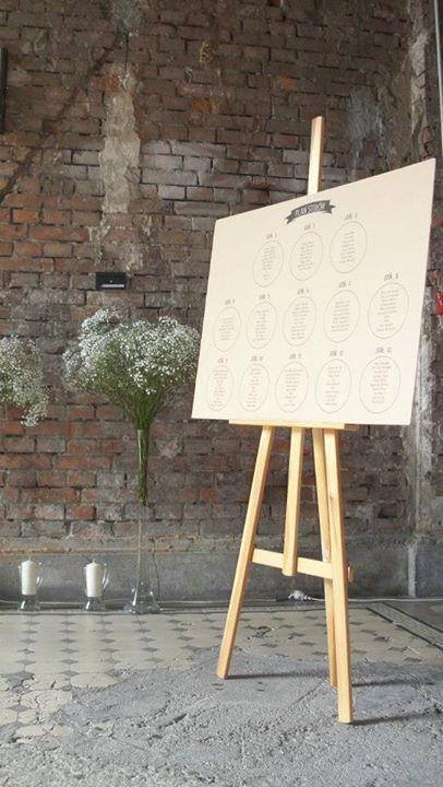 Wedding table plan made of eco paper. Wedding seating plan display, rustic, natural, vintage, black, eco. / Plan stołów z ekologicznego papieru. #tableplan #wedding #weddingtableplane #seatingsplan #tableplanidea #weddingdecorations #weddinginspiration