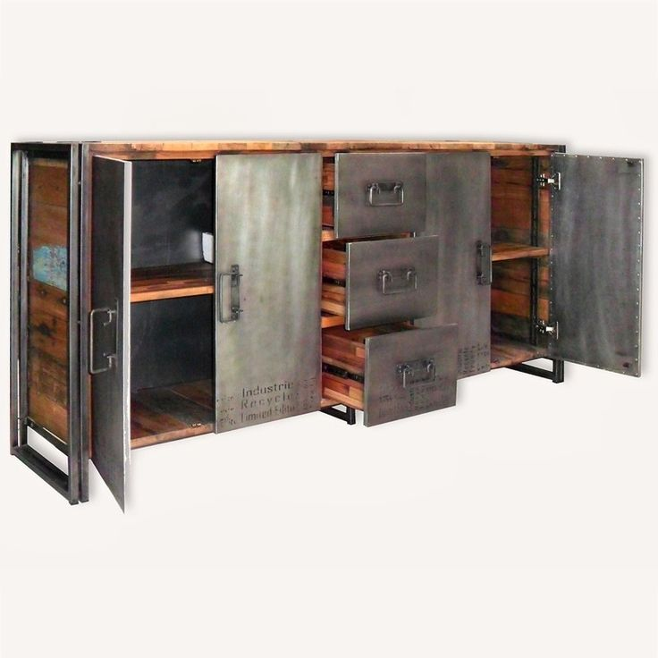 Grand buffet Industriel en métal et en bois de bateaux Indonésiens. Il vous séduira par son originalité et son authenticité. Livraison et retour gratuits !