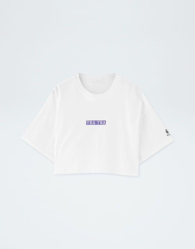3e8c9ea9c93 Camiseta cropped Pull Bear by Rosalía - PULL BEAR