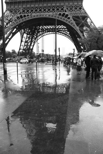 La Tour Eiffel par Verónica Prado     Premier prix du Concours de Photographie  de l'Alliance Française de Buenos Aires 2015   Verónica Prado 2015  via Instagram http://ift.tt/2g0pfDb   .En couverture A la une Civili Tour Eiffel Tourisme