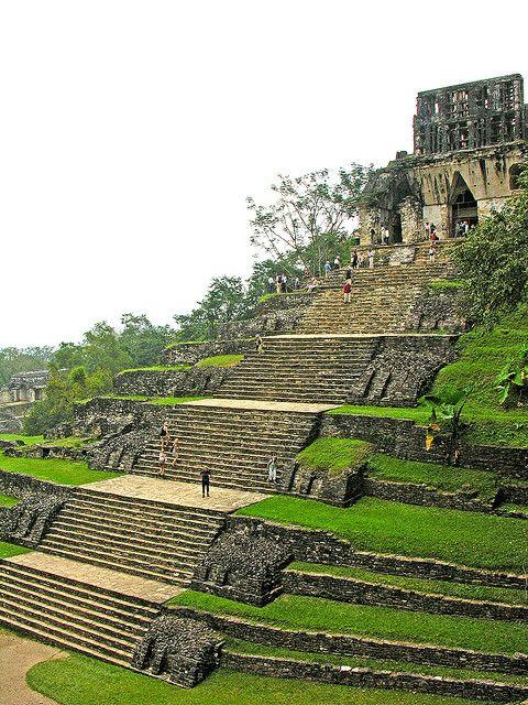 Palenque es una ciudad maya vieja. Es dos mil años de edad