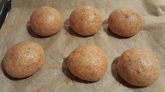 Zutaten für 6 Brötchen: 3 Eier Gr. M 200g Frischkäse 45g gemahlene Flohsamenschalen 1/2 TL Salz 1 TL Backpulver