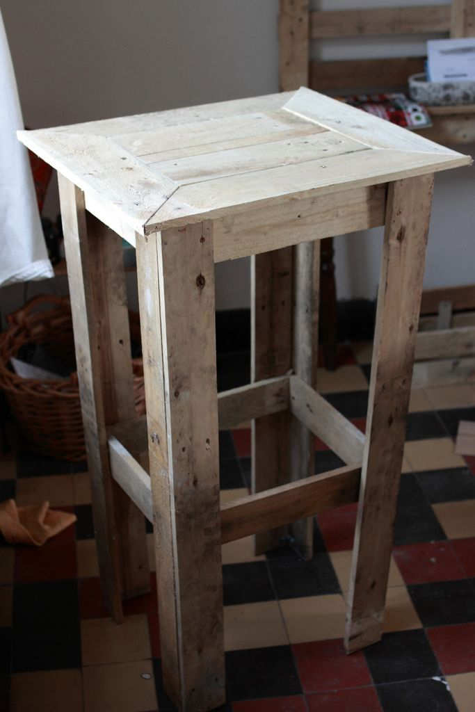 Pallet wood end table. Up/down cycled projects