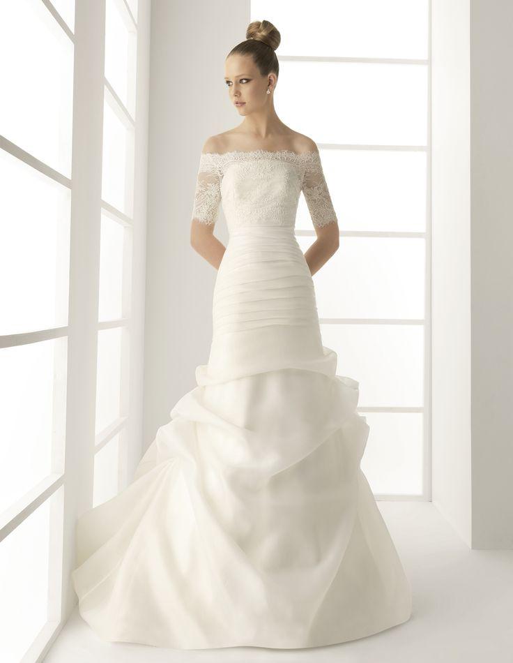 Melinda es un #vestido de #novia de #alquiler en @innovias para #novias decididas a no renunciar a nada: #encaje, #cola, palabra de honor... un estilo princesa reinterpretado para este siglo. con un corte combinado que marca lo justo las formas de la novia.