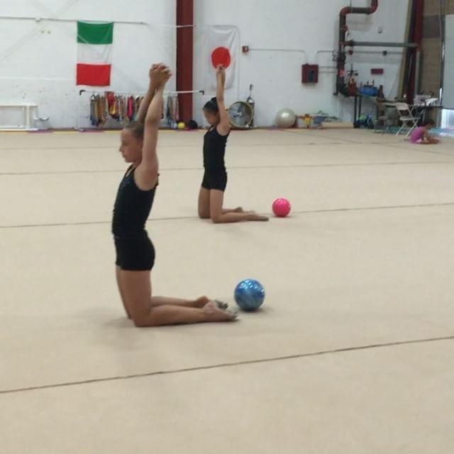 Core strength and back and quad stretch. @alisoka434 @hannahlai16 @_.izzyx._ @ashley._.wang @l_aria24 #gymnastics #ballet #dance #rhythmicgymnastics #gym #training #flexible #coaching #oversplit #contortion #igdpostme #goals #stretch #sport #tumbleflipsplit #gymlife #gymnasticsshoutouts #lldpm #dancelnw #художественнаягимнастика #worldwidedance #flexibleworldd #flexible_people #godatudance #best_today