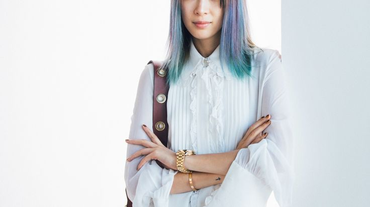 Brunettes Can Dye Their Hair Blue Without Bleach Thanks to Splat Midnight Hair Color   Allure — PRAISE