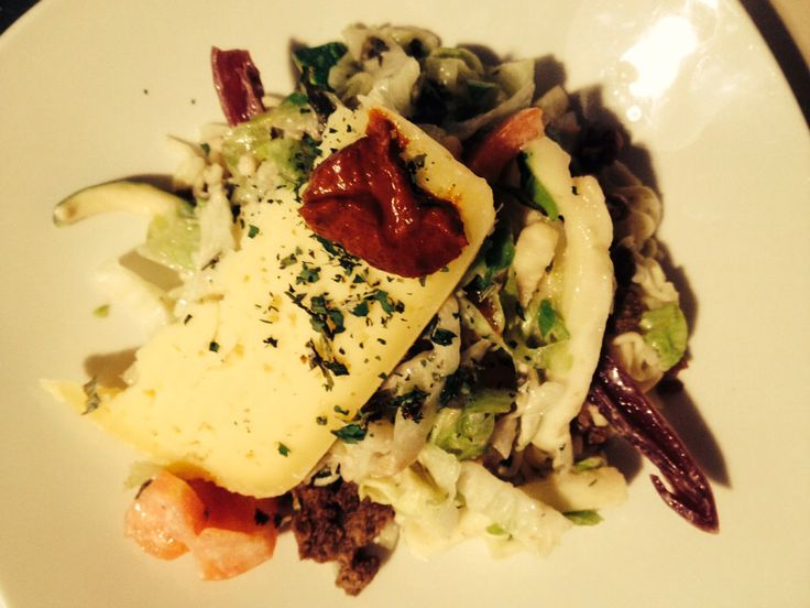 Pasta con vegetales, queso mantecoso y pasta de merken ahumado