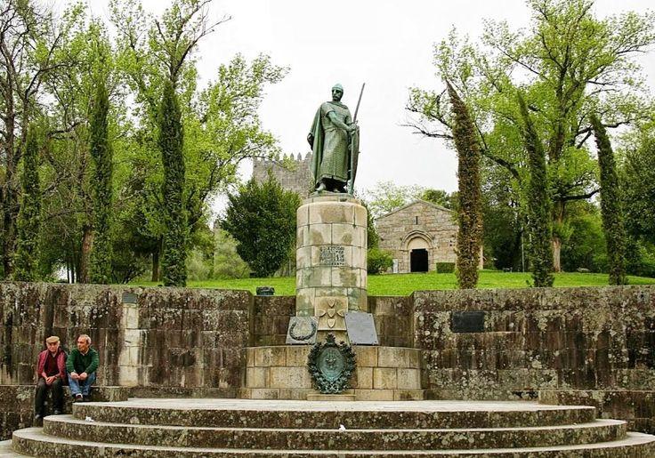 Afonso Henriques...Como primeiro Rei de Portugal no ano de 1143.!