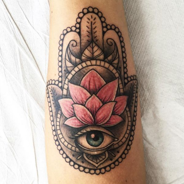 best 25 fatima hand tattoos ideas on pinterest hamsa hamsa tattoo and fatima hand. Black Bedroom Furniture Sets. Home Design Ideas