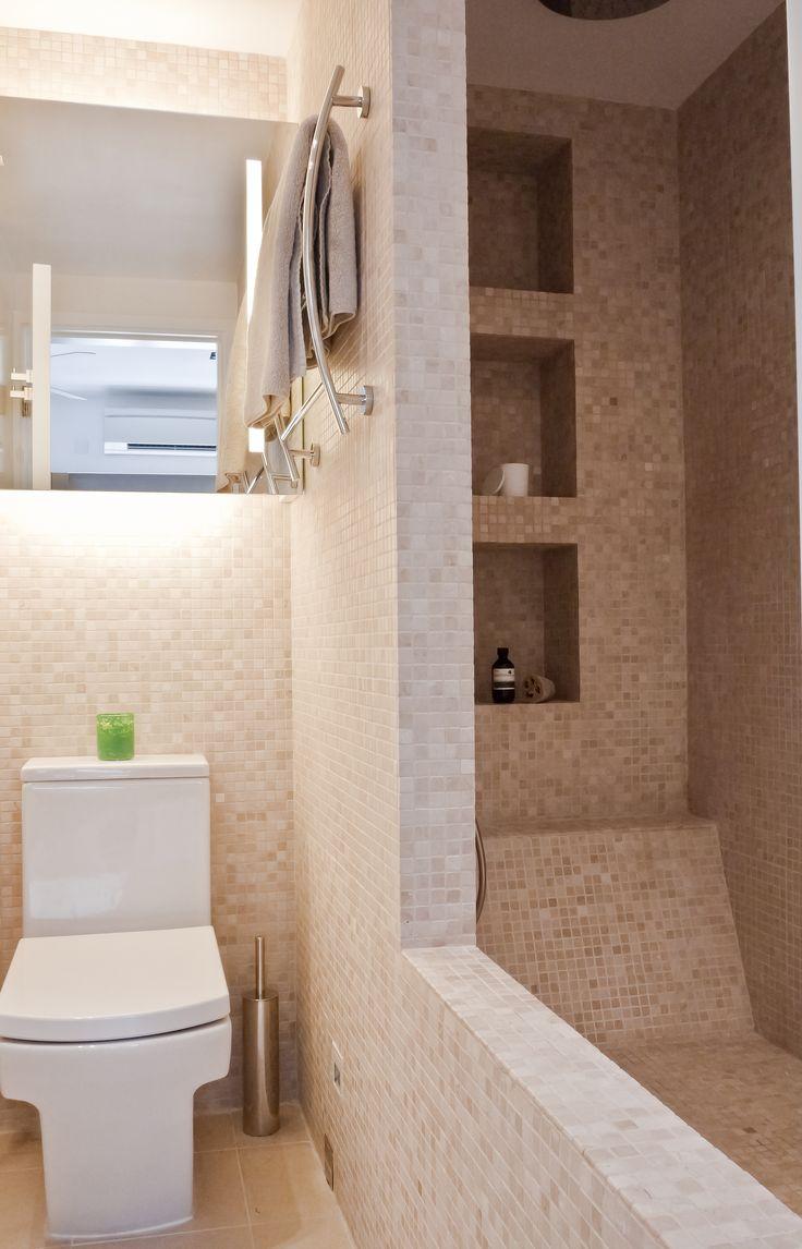 oversized spa bathtub using natural stone mosaic tiles