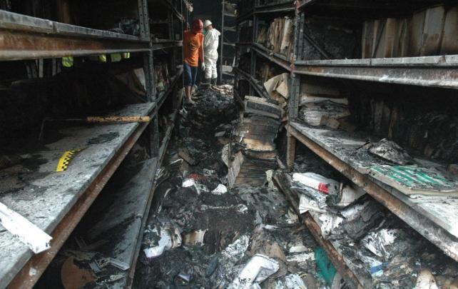 Investigan las causas del incendio de Los Palacios y el Ayuntamiento de Vllafranca que calcinó parte del archivo