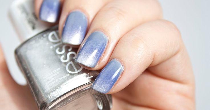 Heute habe ich eine Anleitung für einen Ombre-Look auf den Nägeln für euch! Inklusive neuem Nailart. Ich bin gespannt auf eure Meinung (:   #nailpolish   #nagellack   #nailart   #essie   #blogger
