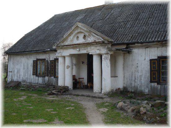 Tumusin drewniany dwór szlachecki z początków XIX stulecia, okolice Jeziorska