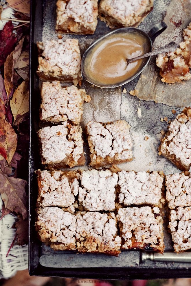 Apple pie bars with toffee sauce