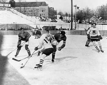 Winnipeg Hockey Team, Olympic Hockey, 1932 For the first time Canada's hockey team faced serious competition at the Olympics, ultimately playing two scoreless overtime periods in a final game against the US on 13 Feb 1932. To end the stalemate, officials chose to declare a tie and award the gold to the team that had won the earlier round-robin game, Canada (courtesy Canadian Press Images).
