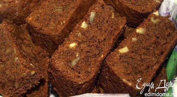 Шоколадный кекс с миндалем и орехами пекан