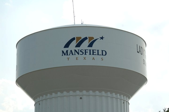 Mansfield Texas...water towers. So random to find it on pinterest.