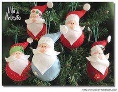 Os enfeites de natal estão tomando conta do momento!   Esses papai noel são super simples de fazer e são ideais para pendurar na árvore de ...