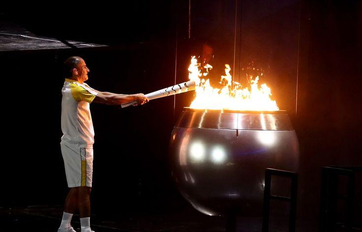 08,05.16 Brazilian marathoner Vanderlei Cordeiro de Lima lights Olympic cauldron #Rio2016