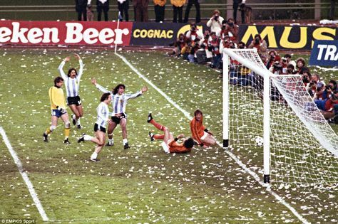 Leopoldo Luque (second left), Daniel Bertoni (third left) and Mario Kempes (third right) celebrate as Kempes scores his and Argentina's second goal in the 1978 World Cup final against Holland