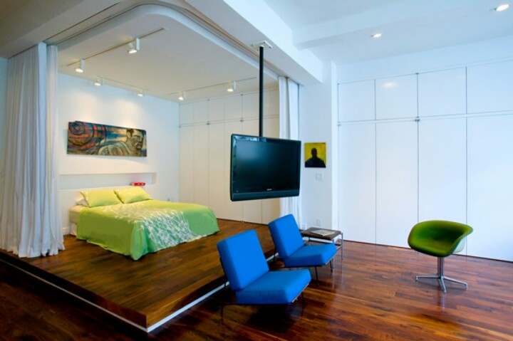 Hanging tv, great floors and colors