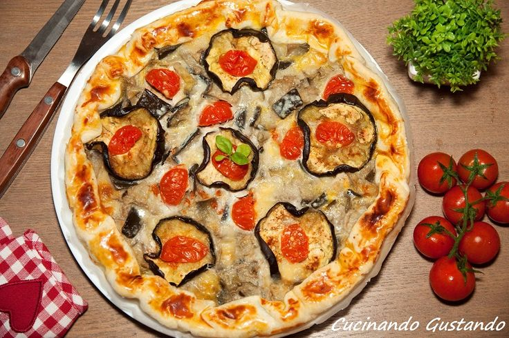 La Torta salata alla parmigiana è un gustoso antipasto molto sfizioso e semplice da preparare.Perfetta per le gite fuori porta e da gustare anche fredda.