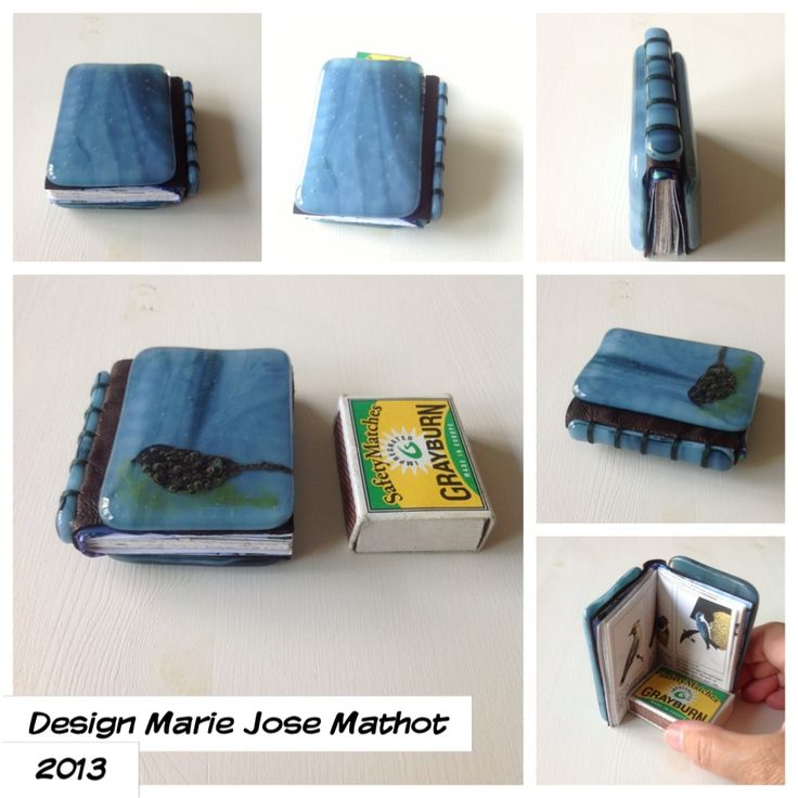 Mini book 6 x 7 cm with glassfused cover. The bird is an alu foil cut out with a Yoy die for the Sizzix.green frit, bulls eye blue glass, leather spine. Handstitched on the outside with green festonthread. In 2015 naar Saba!