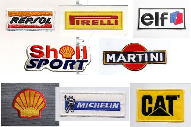Otro día hablábamos de parches bordados de marcas de motos, como Ducati, Honda, Yamaha o KTM. Nos llamaron la atención en ese momento los parches de las marcas que habitualmente patrocinan los equipos deportivos de motociclismo. Marcas como Repsol, Martini, Elf, Michelín o Shell, logos que estamos acostumbrados a ver en la ropa de nuestros ídolos motoristas. Ahora tú puedes personalizar una prenda de ropa con estos logos. Comentarios comentarios