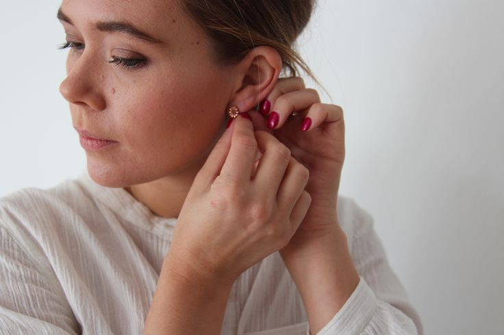 Daily rituals, 14k rose gold Aster Ray stud earrings.