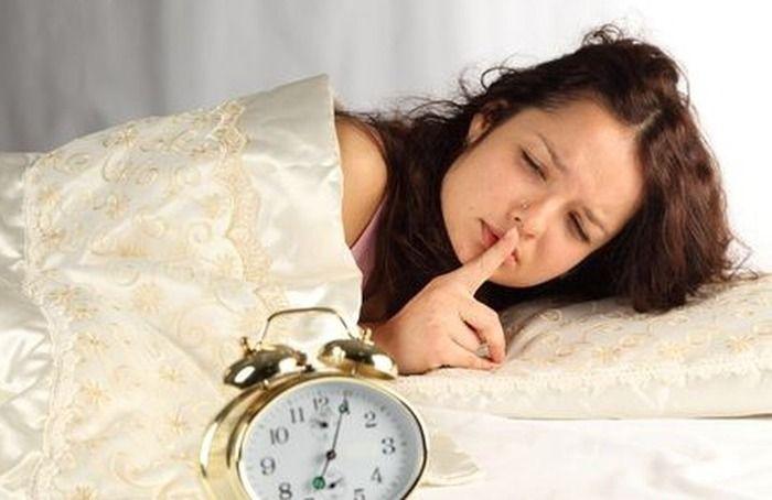 Плохие утренние привычки   Хоть семь и счастливое число, следующие семь плохих привычек могут испортить ваше утро, пустив под откос все планы и возможные успехи. Предупреждены – значит, вооружены.   «Отсрочка» подъема   Желание «отсрочить» подъем, заводя будильник на 5-10 минут позже, может превратить ваше утро в кошмар. Во-первых, это уже не сон, а «одно мучение», ведь все равно вставать с минуты на минуту. Во-вторых, вы оставляете себе меньше времени на сборы, а значит, ваше утро…
