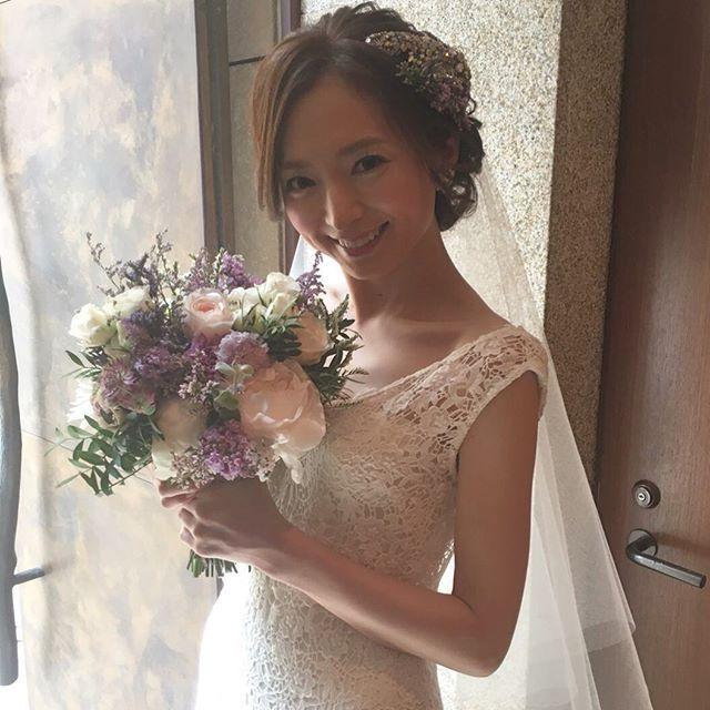 . . 今日はグランドハイアットにて、 . 何ヶ月も前から指名してくださって、 . ずっと打ち合わせしてきたtomoさんの結婚式。 . . ブーケも、 . ドレスも、 . 会場作りも拘わりましたもんね… . . さぁて、ともさんの投稿を楽しみに!! . . #結婚式#美容師#髪型#ブライダル#ヘアアレンジ#ヘアアクセ#ヘアセット#プレ花嫁#セット#結婚#ドレス#花嫁#編み込み#ルーズ#卒花嫁#美容院#セウ花嫁#ヘアメイク#ウェディング#ヘアスタイル#アレンジ#写真#ブーケ#love#hairstyle#hairstyles#bridal#weddinghair#bridalhair#hairarrange