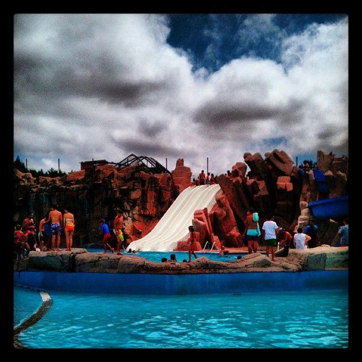 Parece que os nuboeiros se van ir despedindo para este fin de semana, último aberto desta tempada do #Aquapark #Cerceda. Así que aproveita a melloría para gozar coa túa familia e amigos antes de que as rutinas do curso escolar angustien!!! Entrada on line dende http://www.aquapark.cerceda.org/