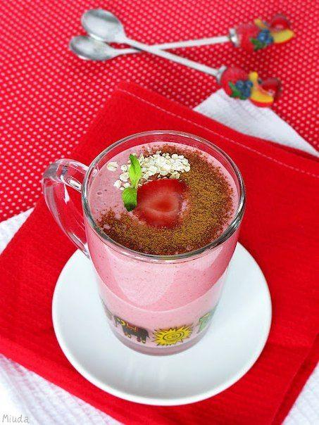 Клубничный смузи с овсянкой на завтрак