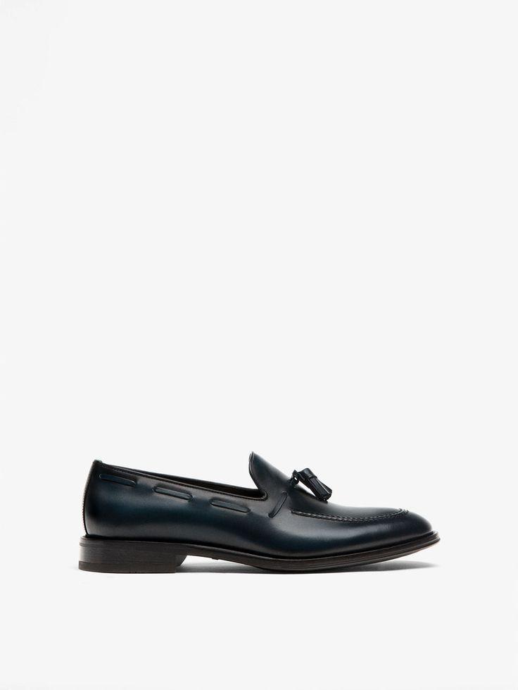 ZAPATO MOCASÍN VESTIR PIEL AZUL de HOMBRE - Zapatos de Massimo Dutti de Primavera Verano 2017 por 89.95. ¡Elegancia natural!
