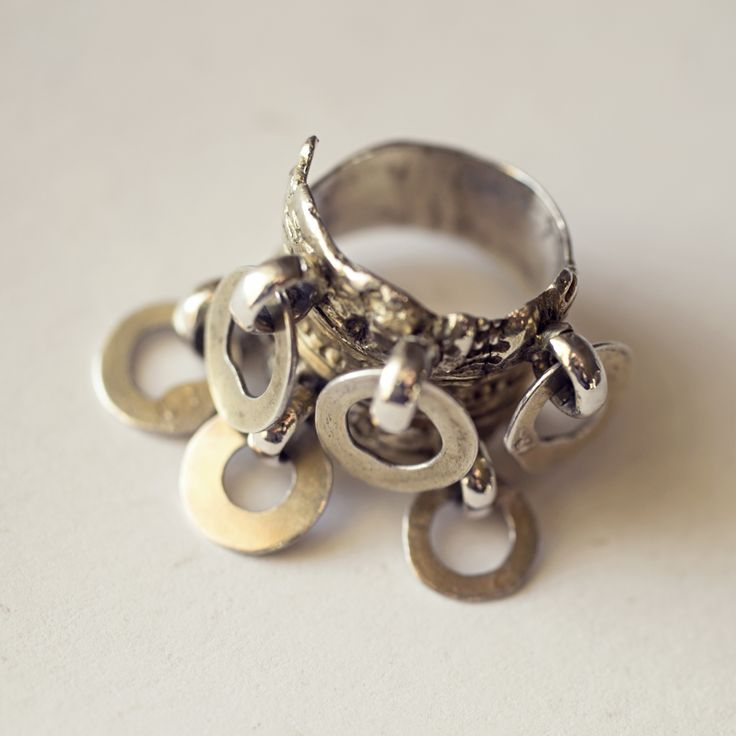 Gammel bunadsring - forgylt sølv - ca. år 1700 #bunadsølv