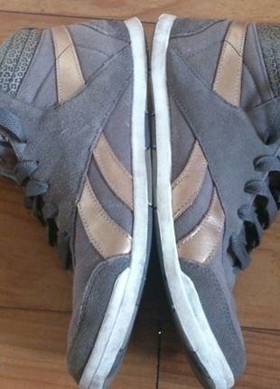 A vendre sur #vintedfrance ! http://www.vinted.fr/chaussures-femmes/baskets/20904642-baskets-montantes-reebok-kaki-details-dores-et-leopard