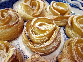 Milù, di tutto e di più!: Rose di pasta sfoglia e mele
