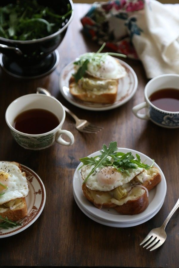 open-faced artichoke & arugula sandwiches with sunny-side up egg www ...