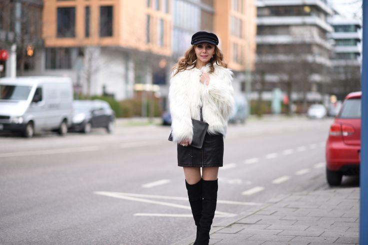 Overknees Jacket white Outfit Clutch Black Isabel Marant Cap Dress Blackdress Fashionblog Fashion Week http://fashiontipp.com
