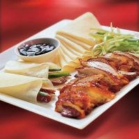 Chinese Duck Recipe: eat crusty skin of the duck into a crêpe and the flesh with rice or noodles (sauteed dish).   Recette de canard: la peau se déguste grillée et roulée dans une crêpe, la chair avec des nouilles sautées (par exemple)