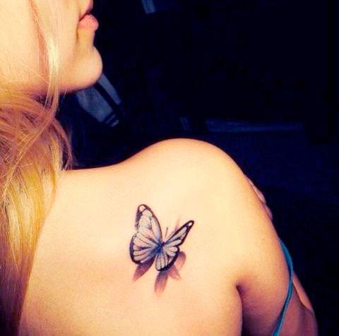 Tatouage papillon omoplate