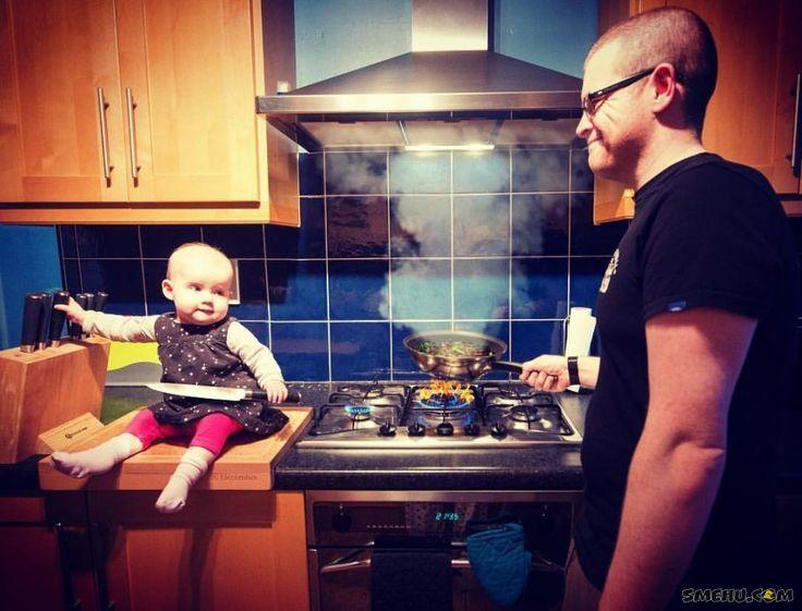 Отец размещает фото, где его дочь в опасности и заставляет нервничать других родителей!
