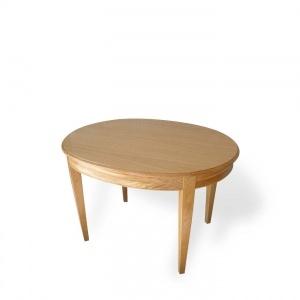 Tavolo ovale estensibile con quattro prolunghe piano impiallacciato rovere.    Struttura in massello di rovere.    Realizzabile in altre essenze e laccato.    Lavorazione artigianale,  creazione e produzione made in Italy.