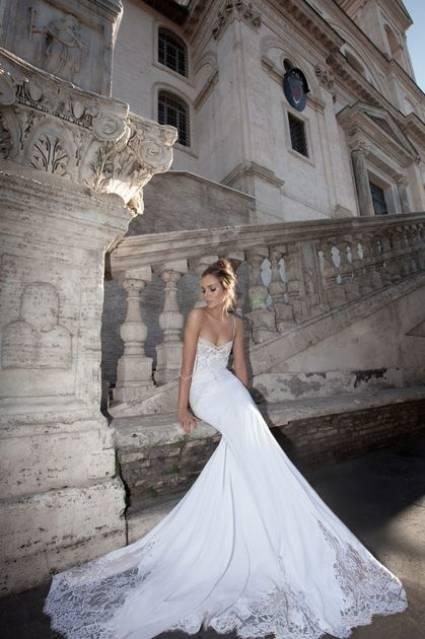 Delikatne suknie ślubne Inbal Dror 2012 [Zdjęcia]