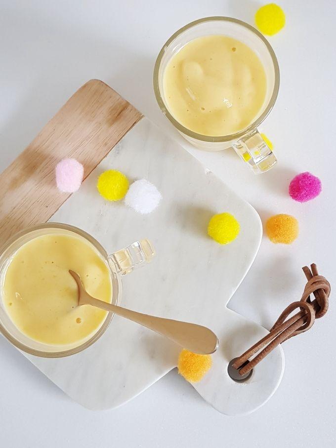 Helado/Bebida Bajas Calorías de Mango, para cuando sube la temperatura y queremos una colacion refrescante Necesitan yogur y una fruta, la que tengan a mano, por ejemplo, frutilla, banana, ciruela, durazno ananá, arándanos, maracuya  #helados #verano #summer #mango  #bebida #recetas #frutas #smoothie #bajascalorias  #yogurt #healthyrecipes